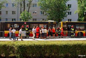 wypadek autobus straz pogotowie 300x202 - W kadrze