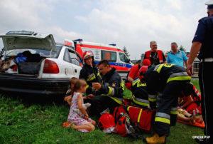 wypadek samochodowy dzieci strazacy 300x202 - W kadrze