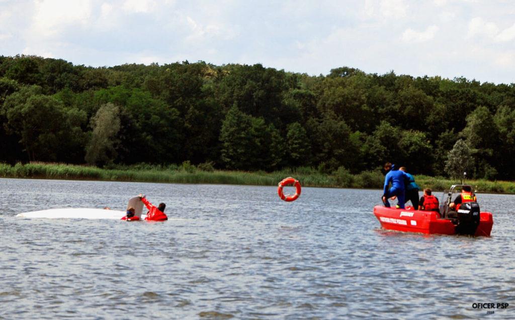 akcja ratunkowa woda strazacy 1024x636 - Bezpieczeństwo w czasie wypoczynku nad wodą