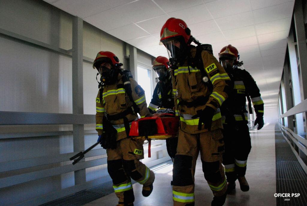 strazacy ewakuacja poszkodowany nosze 1024x688 - Ćwiczenie obronne